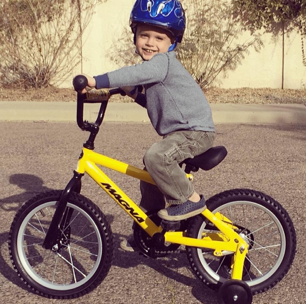 preschooler, bike